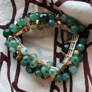 Jewelry - ❤5 for $25❤Green and Gold Bead Bracelet